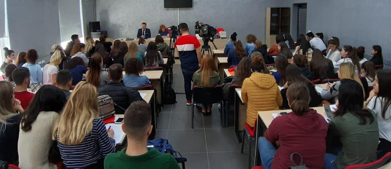 """Departamenti i Historisë Konferencë studentore me temë """"Krimet e komunizmit me sytë e studenteve"""""""