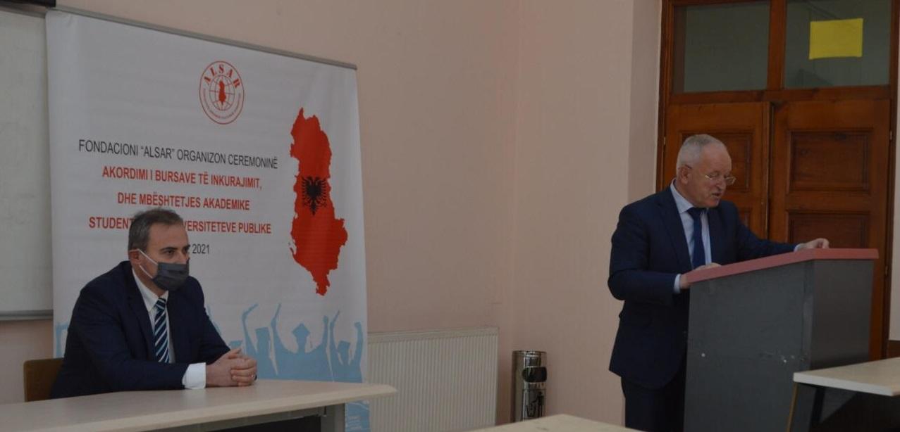 Përshëndetja e Dekanit, Prof. dr. Sabri LAÇI  në ceremoninë e shpërndarjes së bursave të Fondacionit ALSAR  për studentët e FHF-së, UT